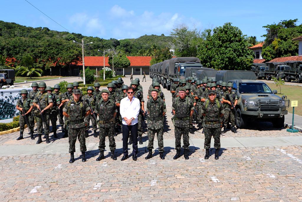 03.08 Governador visita 16º Batalhão do Exército - Foto Rayane Mainara (3)