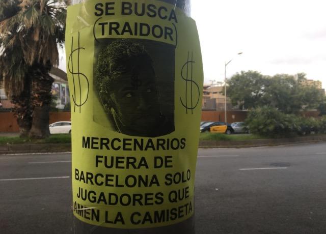 """Cartaz expõe indignação da torcida do Barça com Neymar: """"Traidor, mercenário"""""""