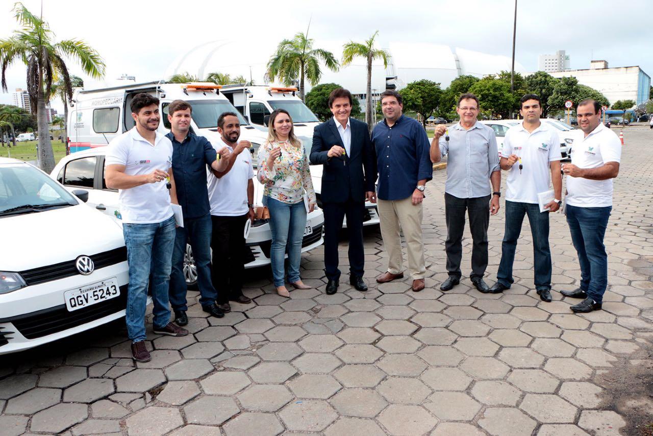 Governo do Estado entrega veículos ao Idiarn