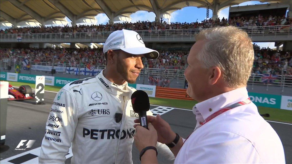 Com Vettel em último no grid, Hamilton faz a 70ª pole da carreira, na Malásia