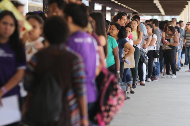 Desemprego cai para 12% em novembro, aponta IBGE