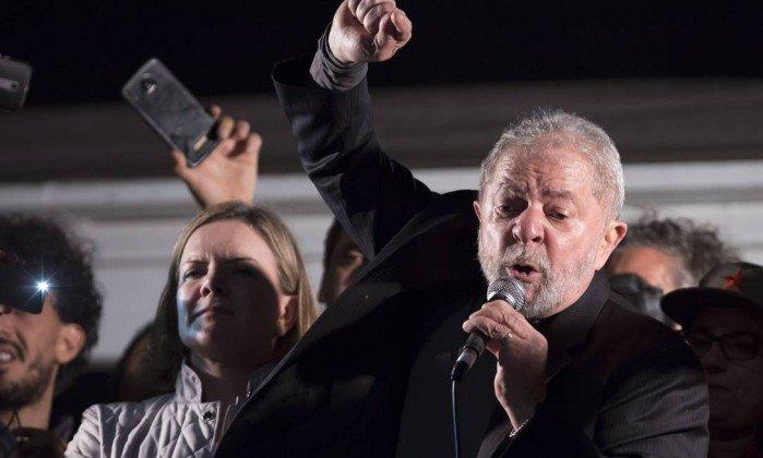 Justiça proíbe acampamentos do MST em área de julgamento de Lula em Porto Alegre