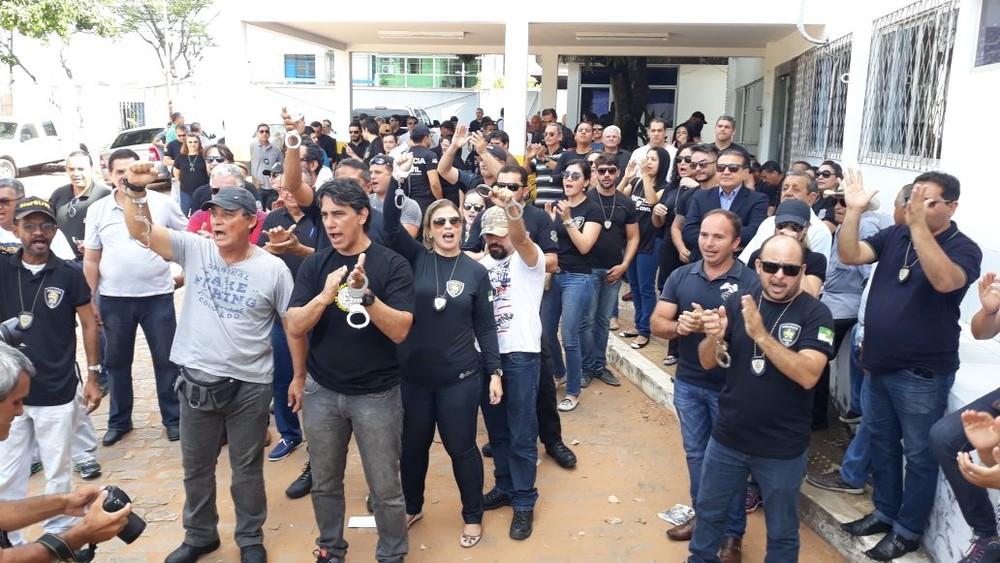 CONTRA REFORMA DA PREVIDÊNCIA: Policiais civis fecham delegacias em Natal