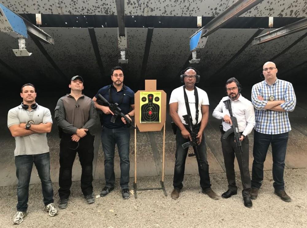 Resultado de imagem para Juízes do Rio chegam a ganhar R$ 500 por mês, aí, tem que ter fuzil para se proteger!