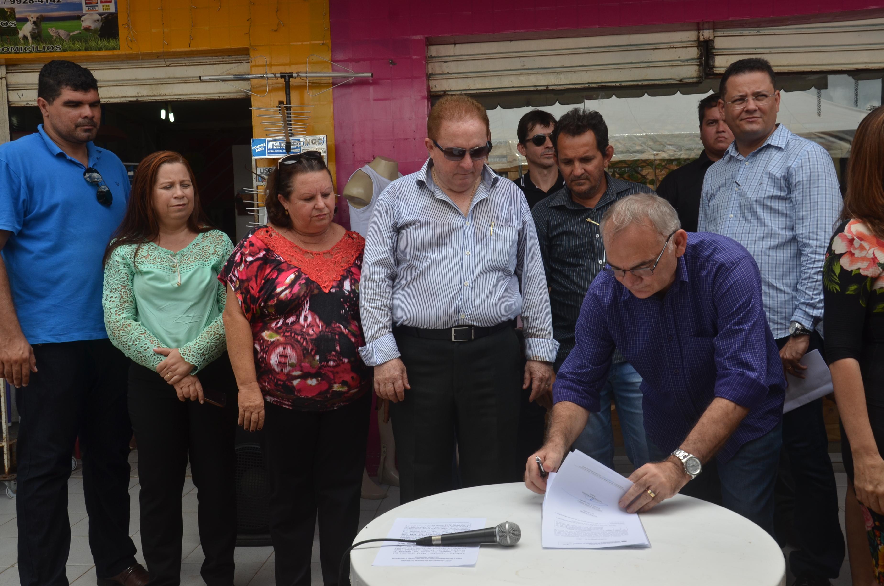 Resultado de imagem para Prefeito de São Gonçalo assina ordem de serviço para recapeamento de anel viário