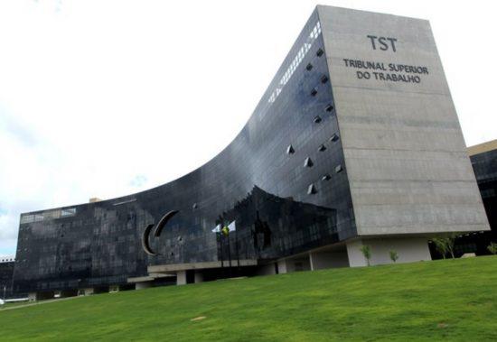 TST suspende liminar que obrigava recolhimento de contribuição sindical