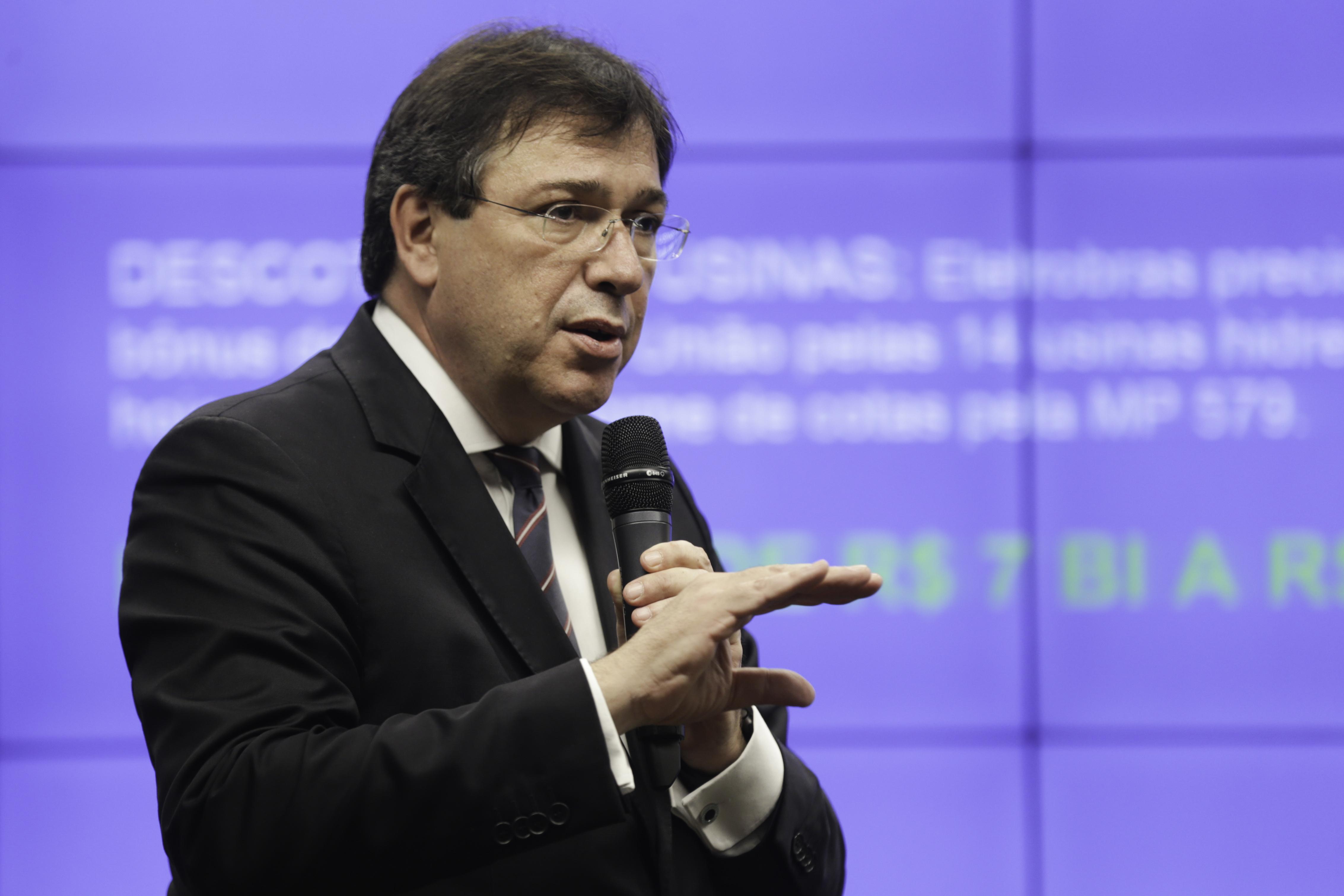 Resultado de imagem para Presidente da Eletrobrás tenta subir próprio salário para R$ 77 mil