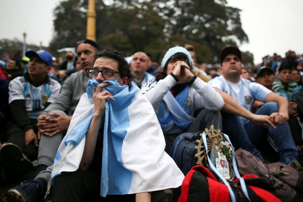 Em Buenos Aires, argentinos acompanham eliminação da seleção