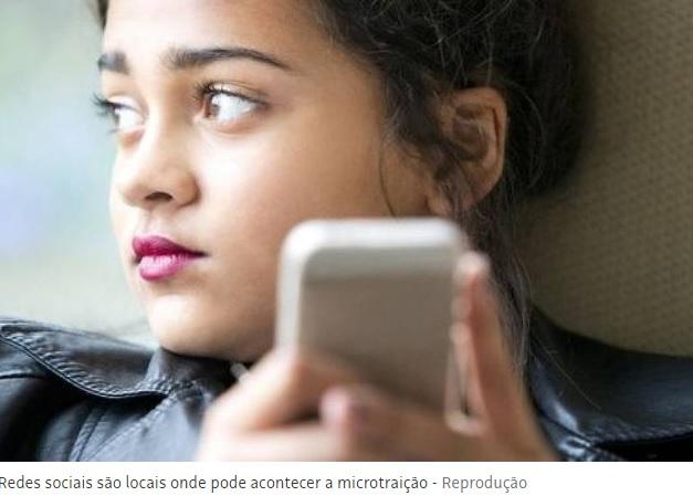 Troca de confidências e 'like' em foto podem ser 'microtraições'; termo foi cunhado por especialistas para ações de infidelidade nas redes sociais
