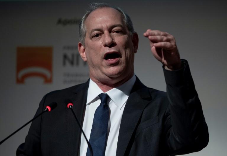 Ciro intima Bolsonaro para debate e o chama de 'nota de três reais'