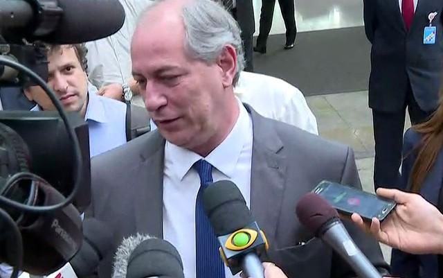 """Ciro: """"É uma aberração Lula querer dar entrevista da cadeia"""""""
