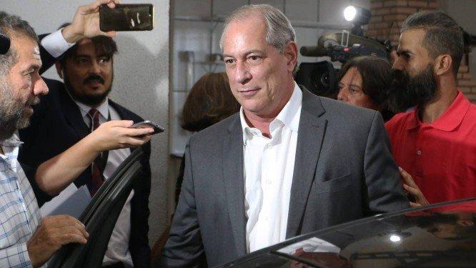 Ciro viaja para a Europa e frustra os planos do PT para o segundo turno