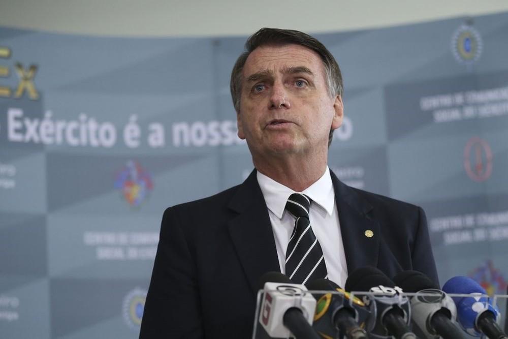 Bolsonaro promete decreto para liberar posse de arma a pessoas sem ficha criminal
