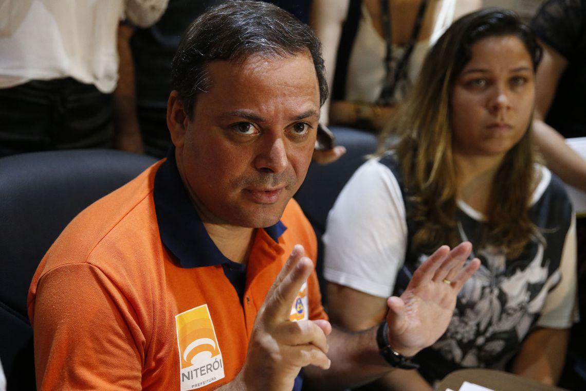 Prefeito de Niterói, no RJ, é preso suspeito de desvio no transporte 87760a44f4