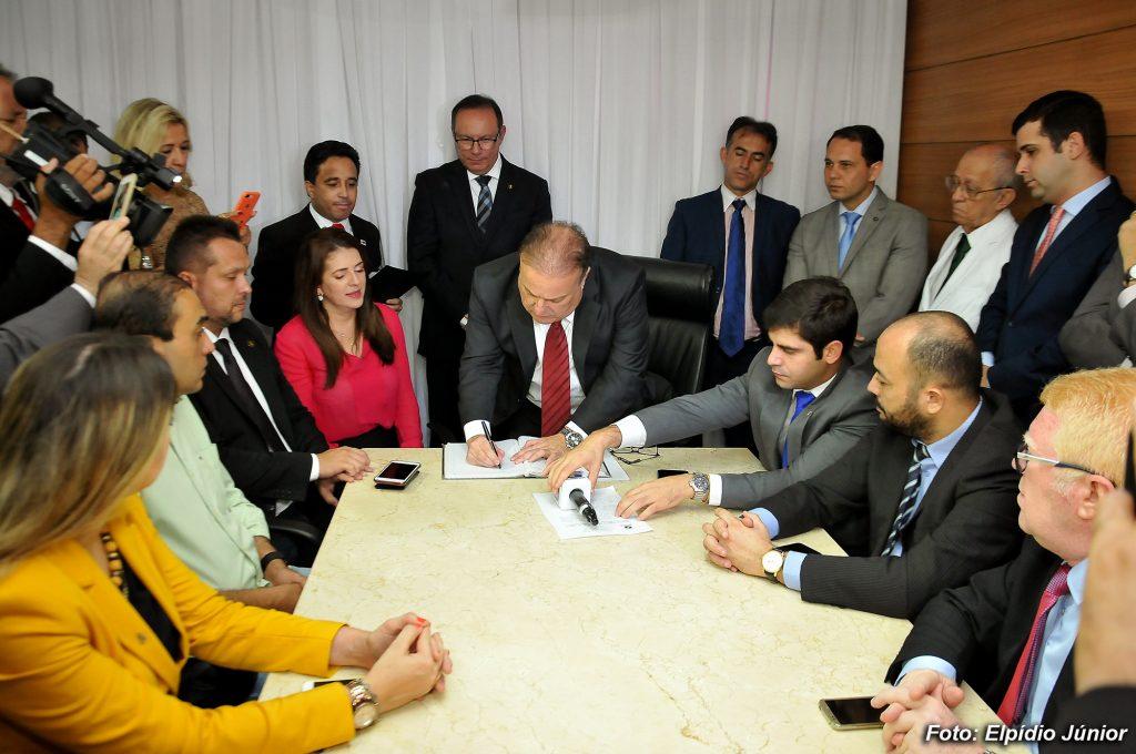 Paulinho Freire é empossado presidente da Câmara Municipal de ...
