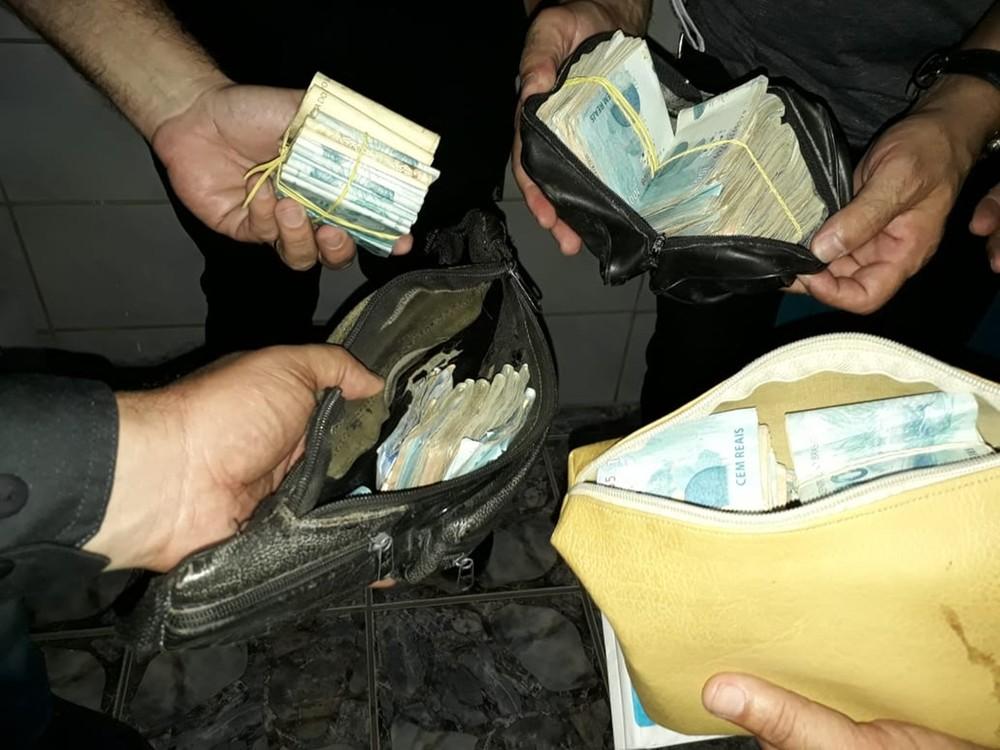 Operação de combate ao tráfico de drogas apreende mais de R$ 100 mil e prende mais de 20 na Grande Natal e interior do RN