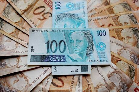 Prefeitura de Natal paga salários de junho e 30% do 13º dos professores nesta sexta