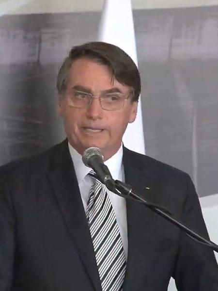 """Bolsonaro diz que agora filtra Carlos: """"nenhum filho meu manda no governo"""""""