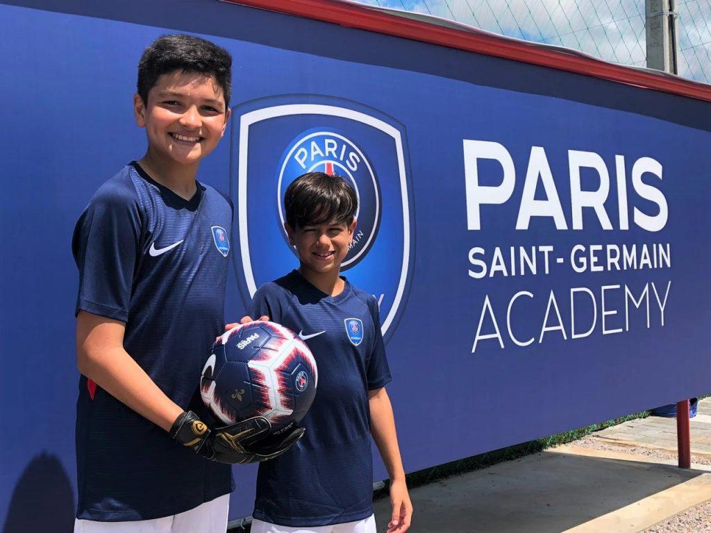 A França será o destino e agora ainda mais forte por um sonho de ser  jogador de futebol, que começa a se tornar realidade para uma dupla de  garotos do Rio ... 5c853d1c2e