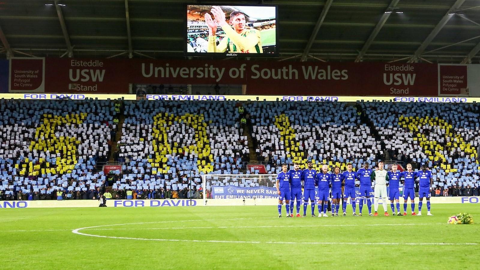 91327de426 Torcedores do Cardiff City prestam homenagem a Emiliano Sala — Foto   Divulgação   Cardiff