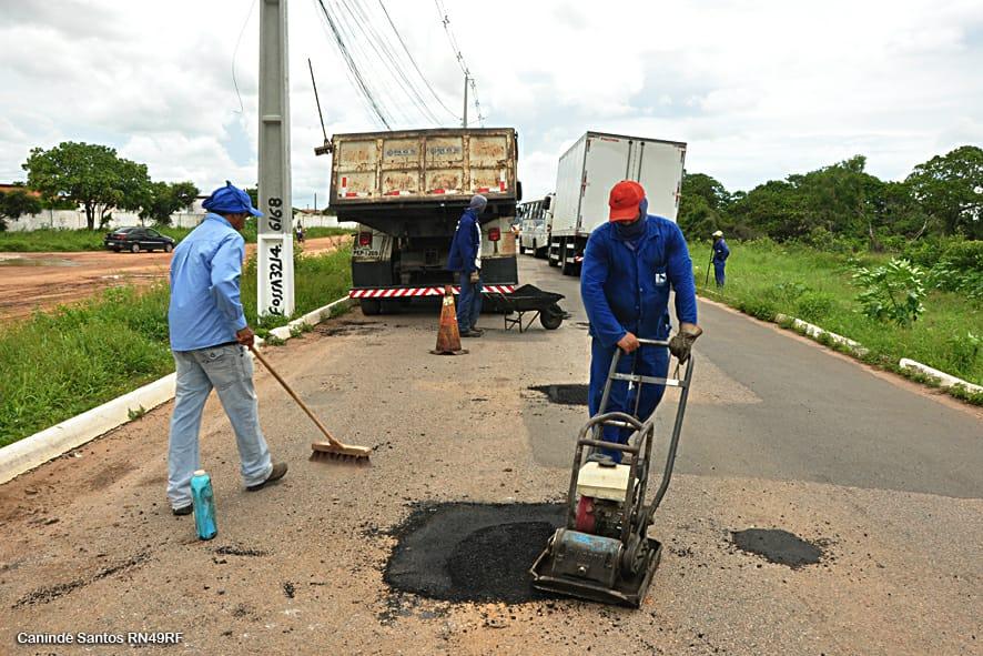 Atendendo pedido da Prefeitura de Extremoz, DER iniciou Operação Tapa-Buraco na entrada de Jardins