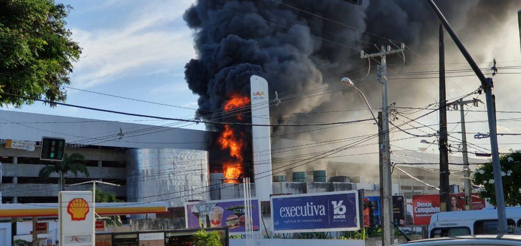 Midway avisa que ninguém ficou ferido, que shopping fechou e que incêndio foi pontual