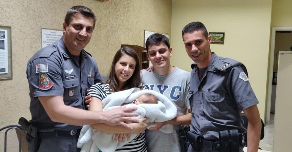 BRASIL VIVEU AFLIÇÃO COM VOCÊS – (VÍDEO): Em meio ao desespero dos pais, PMs heróis em SP salvam recém-nascido engasgado com leite