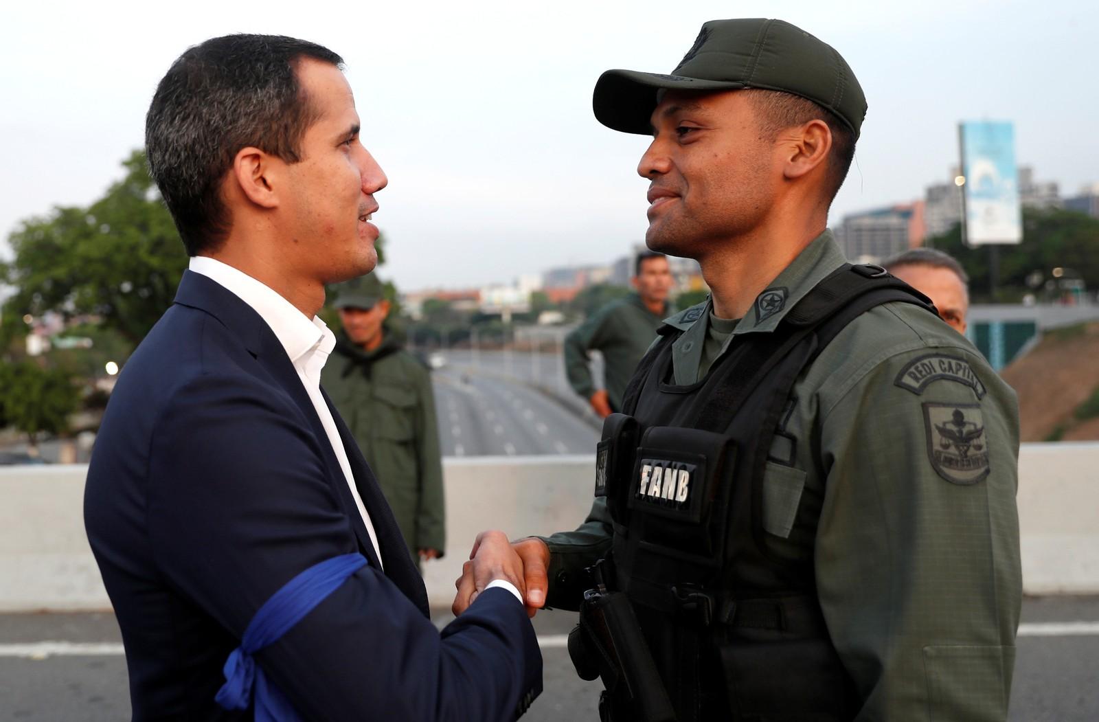 Guaidó diz ter apoio de militares para 'fim à usurpação' na Venezuela e convoca povo às ruas