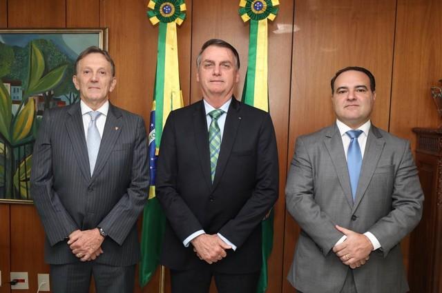 Bolsonaro anuncia major da PM como novo ministro da Secretaria-Geral