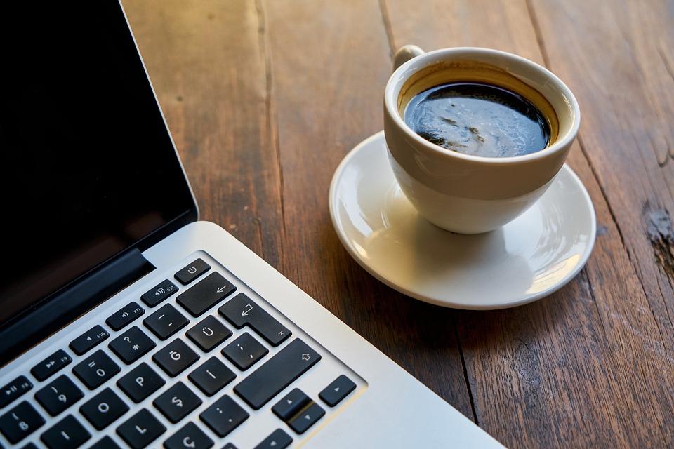 Sabe aquele cafezinho de cada dia? Ele pode aumentar chance de pressão alta