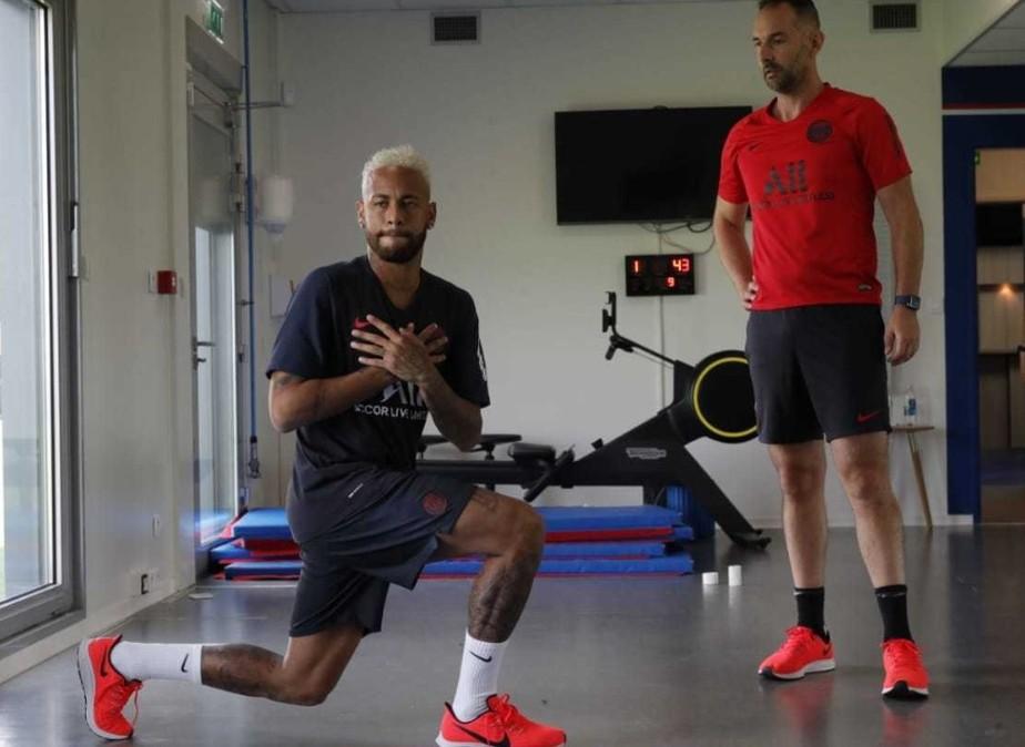 Com futuro incerto, Neymar se reapresenta ao PSG e treina apenas na academia