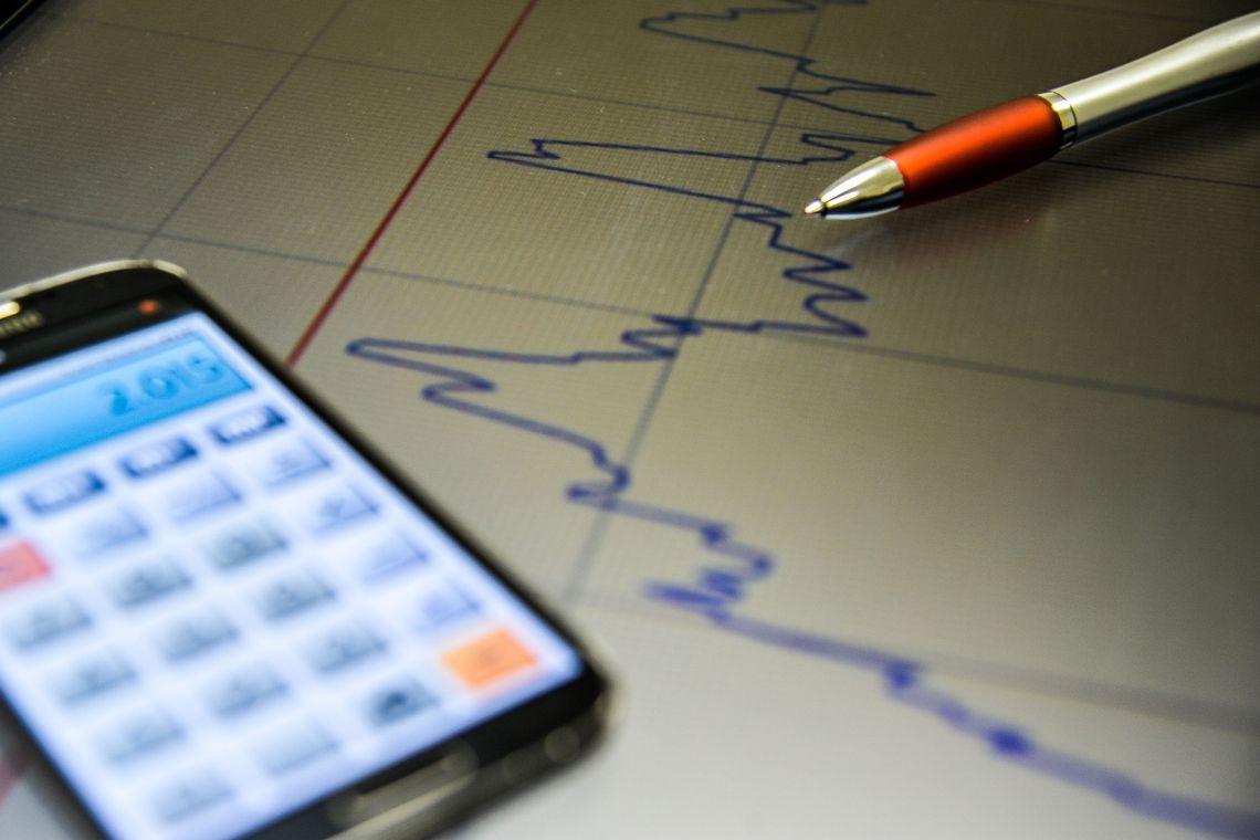 Previsão de crescimento econômico no país aumenta; estimativa de inflação cai