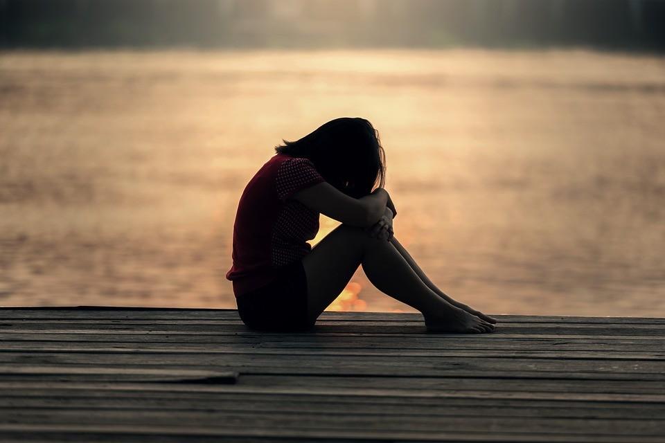 Médicos explicam como a depressão se desenvolve nas diferentes etapas da vida; veja características de acordo com cada faixa de idade