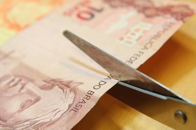 CORTE DE SALÁRIOS: Servidores públicos poderão ter redução com aval do STF