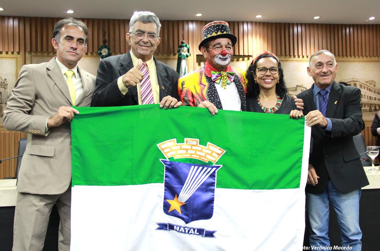FOTO: Palhaço Facilita recebe Título de Cidadão Natalense