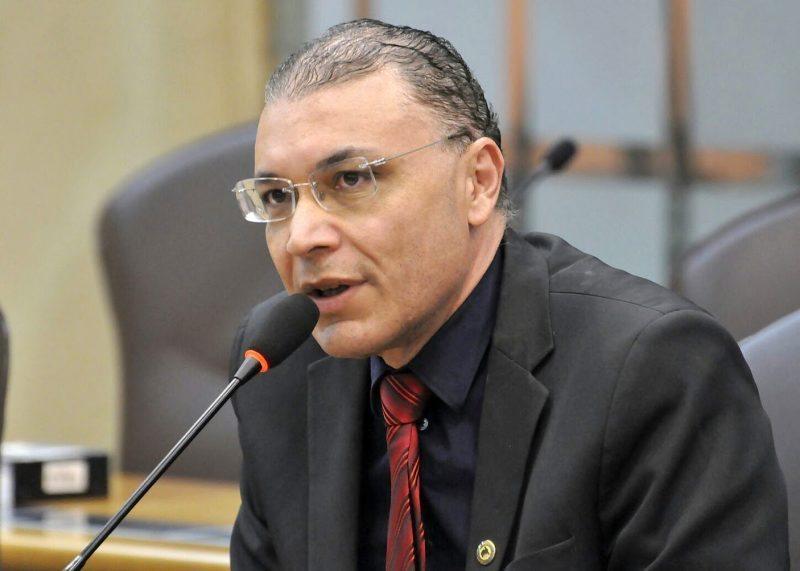 MP denuncia Albert Dickson por peculato, falsificação de documento e associação criminosa