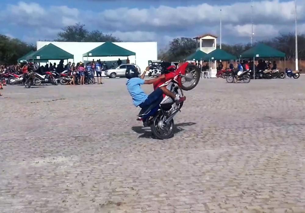 Competição de empinar motos termina com 60 veículos apreendidos pela PM na Grande Natal