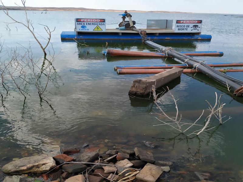 Com baixa no nível da Barragem Armando Ribeiro Gonçalves, Caern terá que fazer realocação do ponto de captação de água em cidade no interior