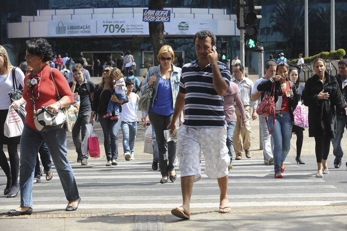 IBGE: Desemprego fica em 11,8% em setembro e tem queda em relação ao trimestre anterior; população ocupada registra aumento de 459 mil