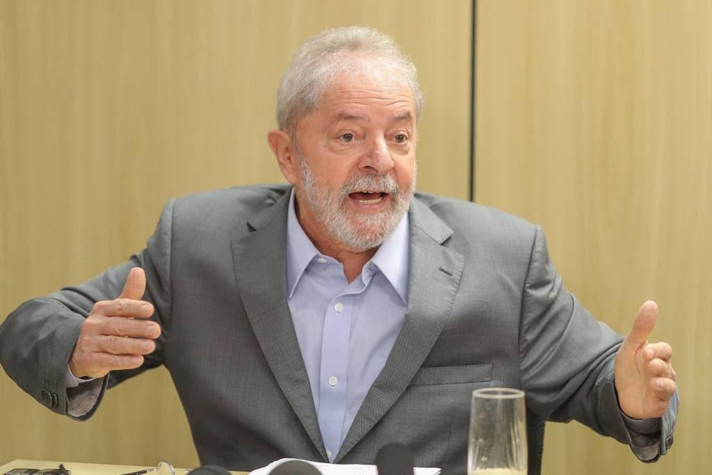 Lula diz que PT tem que ocupar espaço ocupado por traficantes e pela Igreja