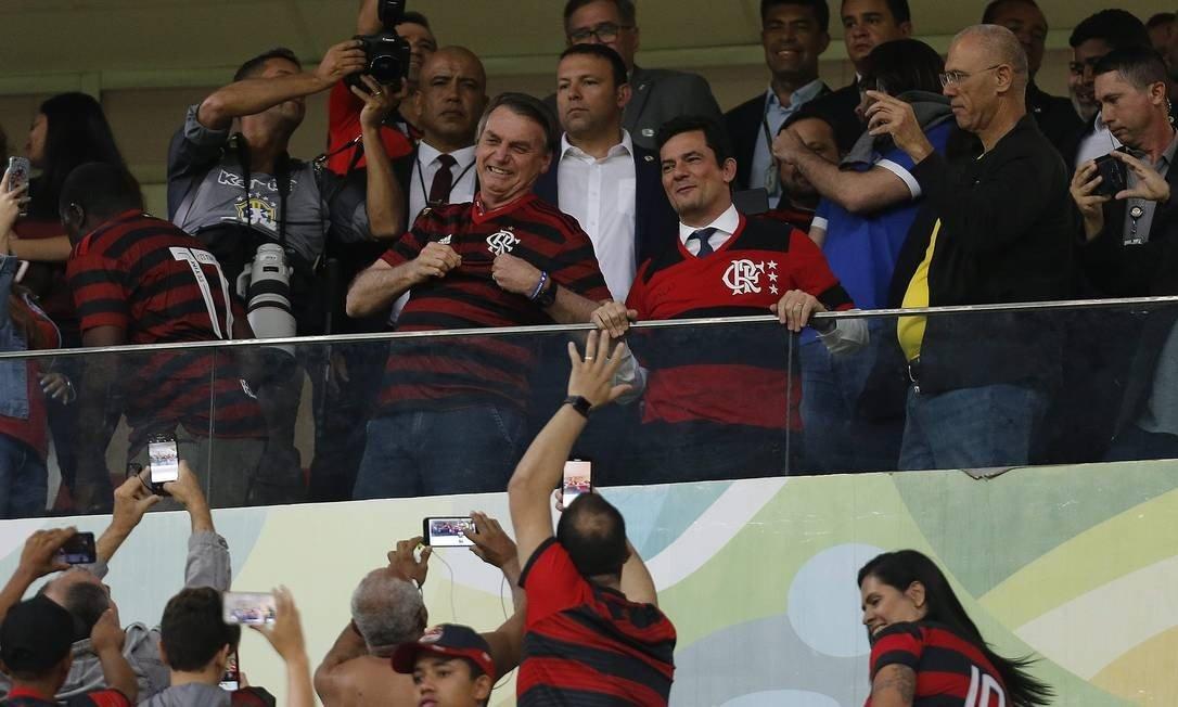 """Bolsonaro diz que foi convidado pelo Flamengo para a final da Libertadores, brinca com """"vice"""", e que no dia todos serão rubro-negros """"porque o Brasil está em nosso coração"""""""