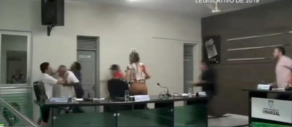 VÍDEO: Sessão em Câmara Municipal no interior do RN termina em agressão