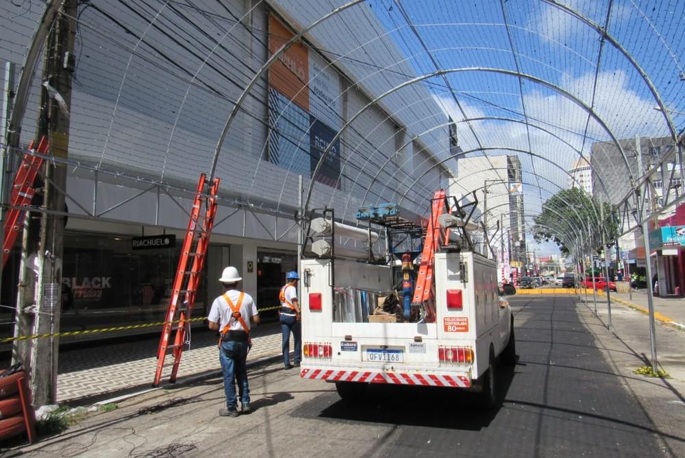 """Bandidos furtam 7 km de fios de decoração natalina na capital potiguar; luzes faziam parte de """"túnel"""" montado"""