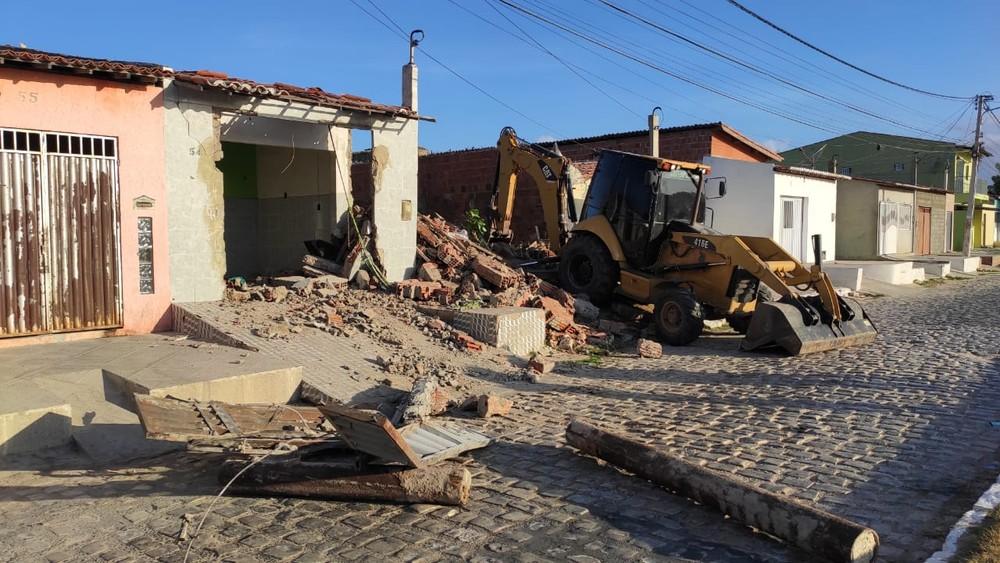 Operação das Polícias Civil e Militar derruba casa em Mossoró usada para tráfico de drogas há 20 anos