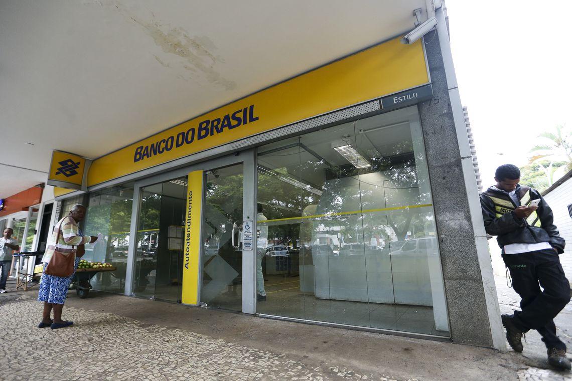 """Bolsonaro diz que não existe qualquer intenção em privatizar Banco do Brasil ou Caixa Econômica: """"Zero"""""""