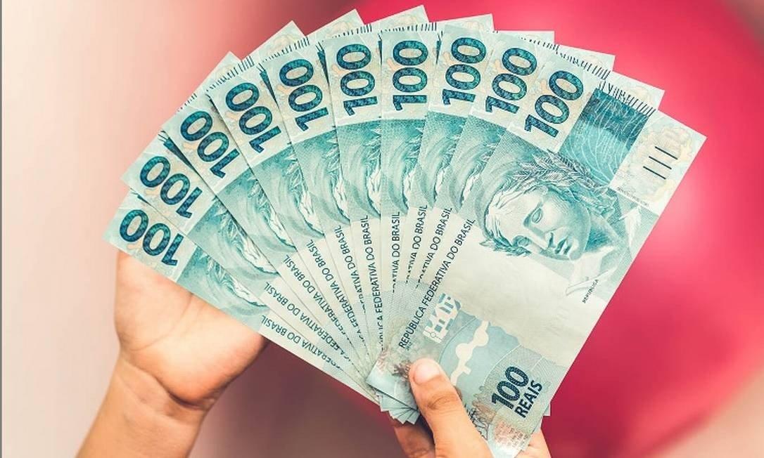 Bolsonaro assina decreto e salário mínimo será de R$ 1.039 em 2020