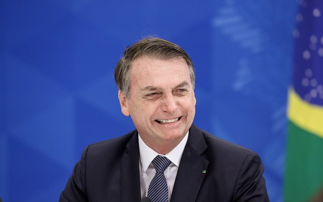 Bolsonaro diz que está descartado aumento de imposto sobre cerveja, cigarro e itens com açúcar
