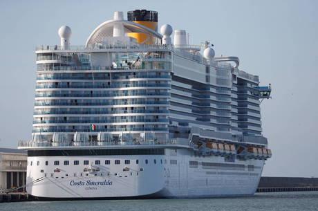 Suspeita de coronavírus deixa passageiros presos em cruzeiro