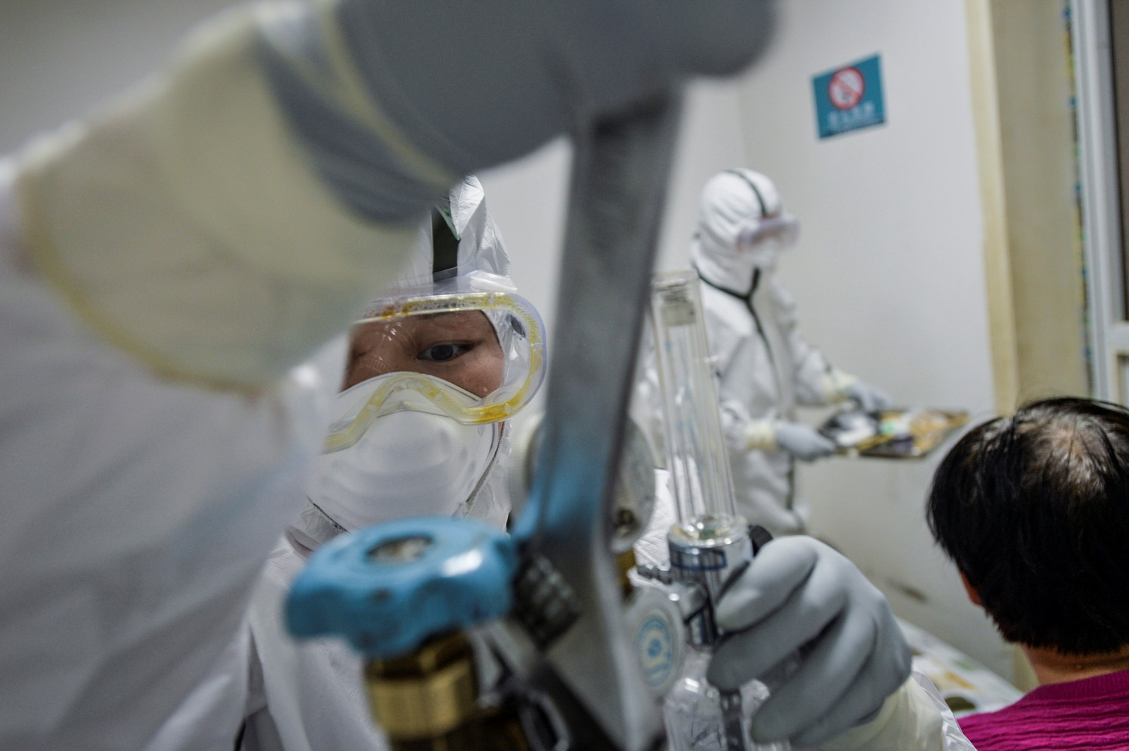 Mortes por coronavírus passam de 1,6 mil na China