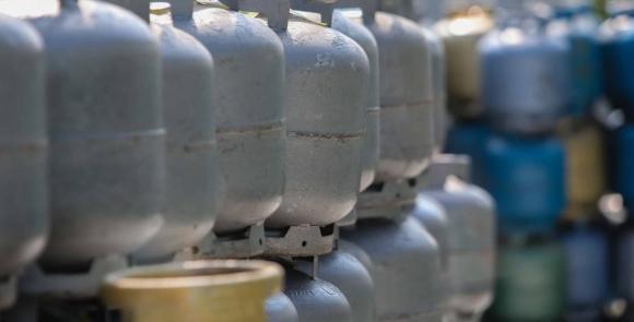 Petroleiros do RN anunciam venda em Natal de botijão de gás(limitada) por R$ 40, na manhã desta sexta-feira, em frente à sede da Petrobras